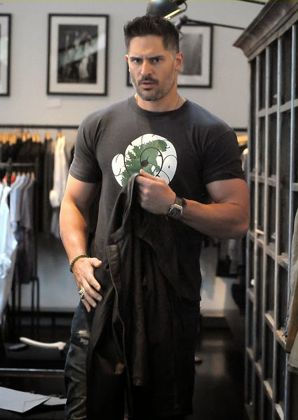 File:KaelShopping.jpg